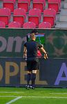 Fussball-Bundesliga - Saison 2020/2021<br /> Opel-Arena Mainz - 7.11.2020<br /> 1. FSV Mainz 05 (mz) - Schalke 04 (s04)<br /> Schiedsrichter Patrick ITTRICH beim VAR<br /> <br /> Foto © PIX-Sportfotos *** Foto ist honorarpflichtig! *** Auf Anfrage in hoeherer Qualitaet/Aufloesung. Belegexemplar erbeten. Veroeffentlichung ausschliesslich fuer journalistisch-publizistische Zwecke. For editorial use only. DFL regulations prohibit any use of photographs as image sequences and/or quasi-video.