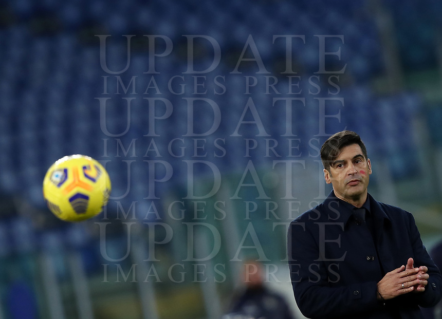 Football, Serie A: AS Roma - Parma, Olympic stadium, Rome, November 22, 2020. <br /> Roma's coach Paulo Fonseca looks at the ball during the Italian Serie A football match between Roma and Parma at Rome's Olympic stadium, on November 22, 2020. <br /> UPDATE IMAGES PRESS/Isabella Bonotto