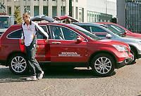 17-9-09, Netherlands,  Maastricht, Tennis, Daviscup Netherlands-France, Draw, Straattennis op de markt de Daviscup spelers arriveren, Thiemo de Bakker stapt uit de Honda
