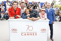 Matthieu CHEDID - M -, Agnes VARDA et JR ainsi que des proches en photocall pour le film VISAGES, VILLAGES hors competition lors du soixante-dixiËme (70Ëme) Festival du Film ‡ Cannes, Palais des Festivals et des Congres, Cannes, Sud de la France, vendredi 19 mai 2017. Philippe FARJON / VISUAL Press Agency