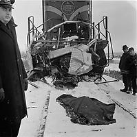 Accident entre un train du CN et un camion de livraison de Pepsi sur la voie ferree a Charlesbourg, le 18 novembre 1965.<br /> <br /> Une personne est morte.<br /> <br /> PHOTO : Agence Quebec Presse