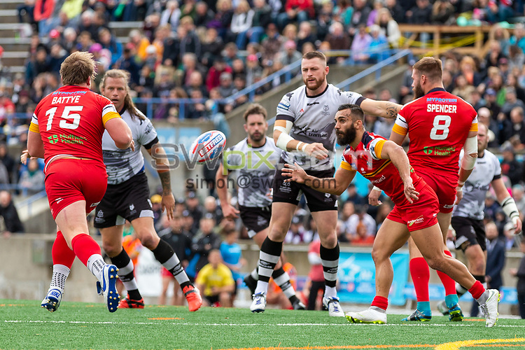 Picture by Kevin Sousa/SWpix.com - 07/10/2018 - Rugby League - Betfred Super League - The Qualifiers - Million Pound Game - Toronto Wolfpack v London Broncos - Lamport Stadium, Toronto, Canada - Adam Sidlow of the London Broncos sets to catch the ball.