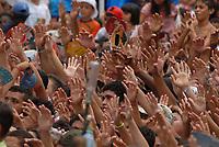 Centenas de promesseiros louvam Nossa Senhora de Nazaré durante a durante a maior procissão religiosa do país, que este ano conforme estimativas foi acompanhada por mais de 1,5 milhão de fiéis.<br /> 12/10/2008<br /> Belém, Pará, Brasil.<br /> Foto Paulo Santos/Interfoto