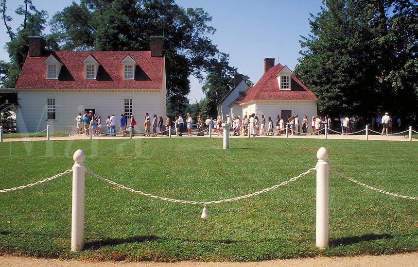 tourists in line to view Mt. Vernon, home of George Washington. tourists. Mt. Vernon Virginia USA.