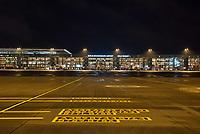 Mit 9 Jahren Verspaetung wurde am 31. Oktober 2020 der Flughafen Berlin-Brandenburg BER in Schoenefeld eroeffnet.<br /> Im Bild: Blick auf das Terminal 1-2 von der Landebahn aus. An den Gates stehen Flugzeuge der Luftfahrtgesellschaft Easy Jet.<br /> Im Vordergrund sind Markierungen fuer die fuer die Gates zugelasenen Flugzeugmodelle auf dem Flugvorfeld.<br /> 31.10.2020, Schoenefeld<br /> Copyright: Christian-Ditsch.de