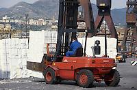 - load of goods on a cargo ship in the harbor of Genoa....- carico di merci sfuse su una nave nel porto di Genova