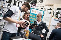 """11. re:publica-Konferenz in Berlin<br /> Vom 8. bis 10. Mai 2017 findet in Berlin die elfte re:publica-Konferenz in Berlin unter dem Motto """"Love Out Loud"""" statt. Die Veranstalter wollen mit dem Motto """"Love Out Loud!"""" (LOL fuer positiv Denkende) ein """"Zeichen fuer Engagement und Emanzipation in der digitalen Gesellschaft setzen"""".<br /> Die Konferenz zum Thema Internet und digitale Gesellschaft bietet auf bis zu 18 Buehnen parallel mehr als 500 Stunden Programm. Ein guter Teil davon dreht sich um netzpolitische Fragestellungen aller Art. Erwartet werden ca. 8.000 Veranstaltungsteilnehmer.<br /> Im Bild: Der Stand des Oekostrom-Anbieters Lichtblick.<br /> 8.5.2017, Berlin<br /> Copyright: Christian-Ditsch.de<br /> [Inhaltsveraendernde Manipulation des Fotos nur nach ausdruecklicher Genehmigung des Fotografen. Vereinbarungen ueber Abtretung von Persoenlichkeitsrechten/Model Release der abgebildeten Person/Personen liegen nicht vor. NO MODEL RELEASE! Nur fuer Redaktionelle Zwecke. Don't publish without copyright Christian-Ditsch.de, Veroeffentlichung nur mit Fotografennennung, sowie gegen Honorar, MwSt. und Beleg. Konto: I N G - D i B a, IBAN DE58500105175400192269, BIC INGDDEFFXXX, Kontakt: post@christian-ditsch.de<br /> Bei der Bearbeitung der Dateiinformationen darf die Urheberkennzeichnung in den EXIF- und  IPTC-Daten nicht entfernt werden, diese sind in digitalen Medien nach §95c UrhG rechtlich geschuetzt. Der Urhebervermerk wird gemaess §13 UrhG verlangt.]"""