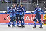 Torjubel beim ERC Ingolstadt nach dem Treffer zum 3:2 durch Wayne Simpson (Nr.21 - ERC Ingolstadt), Maurice Edwards (Nr.23 - ERC Ingolstadt), Brandon Mashinter (Nr.53 - ERC Ingolstadt), Kristopher Foucault (Nr.81 - ERC Ingolstadt) und Brett Olson (Nr.16 - ERC Ingolstadt) freuen sich mit ihm beim Spiel in der DEL, ERC Ingolstadt (dunkel) - Duesseldorfer EG (hell).<br /> <br /> Foto © PIX-Sportfotos *** Foto ist honorarpflichtig! *** Auf Anfrage in hoeherer Qualitaet/Aufloesung. Belegexemplar erbeten. Veroeffentlichung ausschliesslich fuer journalistisch-publizistische Zwecke. For editorial use only.