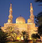 United Arab Emirates, Dubai: The Jumeirah Mosque | Vereinigte Arabische Emirate, Dubai: die Jumeirah Moschee am Abend