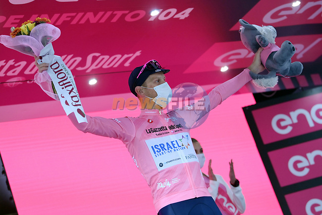 Alessandro De Marchi (ITA) Israel Start-Up Nation takes over the race leaders Maglia Rosa at the end of Stage 4 of the 2021 Giro d'Italia, running 187km from Piacenza to Sestola, Italy. 11th May 2021.  <br /> Picture: LaPresse/Gian Mattia D'Alberto | Cyclefile<br /> <br /> All photos usage must carry mandatory copyright credit (© Cyclefile | LaPresse/Gian Mattia D'Alberto)
