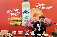 Nederland Amsterdam 2020.  L.A. Streetfood. Vegan Avocadoburger. Plantaardig voedsel is één van de oplossingen van het stikstofprobleem.  Foto Berlinda van Dam / Hollandse Hoogte