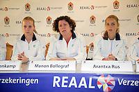 29-1-10, Almere, Tennis, Training Fedcup team, Persconferentie, vlnr: Richel Hogenkamp, captain Mannon Bollegraf en Arantxa Rus