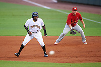 Bradenton Marauders Tito Polo (5) leads off in front of first baseman Casey Grayson (29) as the pitch is delivered during a game against the Palm Beach Cardinals on August 9, 2016 at McKechnie Field in Bradenton, Florida.  Palm Beach defeated Bradenton 8-7.  (Mike Janes/Four Seam Images)