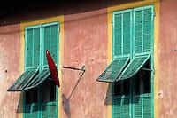 France/06/Alpes-Maritimes/Arrière pays niçois/Coaraze: Détail d'une façade d'un tabac