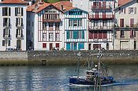 France, Pyrénées-Atlantiques (64), Pays-Basque, Saint-Jean-de-Luz :Le port de pêche , le Thonier Canneur: Airosa  rentre au port // France, Pyrenees Atlantiques, Basque Country, Saint Jean de Luz: the Fishing port and Airosa Line tuna vessel back from fishing