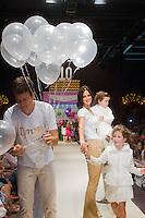 SÃO PAULO,SP,28.03.2015- FASHION WEEKEND KIDS - O apresentador,Rodrigo faro e família durante o desfile da marca Tyrol,presente desde a primeira edição do evento.Shopping Cidade jardim,região sul da cidade de São Paulo nesse sábado,28.(FOTO:KEVIN DAVID/BRAZIL PHOTO PRESS)