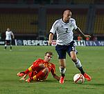 Alan Hutton gets away from Stefan Ristovski