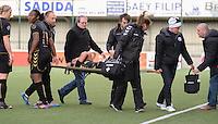 AA Gent - Telstar :<br /> <br /> Amber van der Heijde wordt zwaar geblesseerd afgevoerd<br /> <br /> foto Dirk Vuylsteke / Nikonpro.be