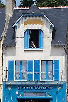 France, Ille-et-Vilaine (35), Cancale, Bar: Le Tapecul, port de pêche de la Houle//France, Ille et Vilaine, Cancale, Bar: Le Tapecul, La Houle fishing port