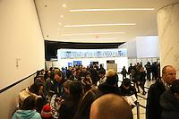 Besucher warten auf Einlass ins One World Observatory im Freedom Tower am One World Trade Center