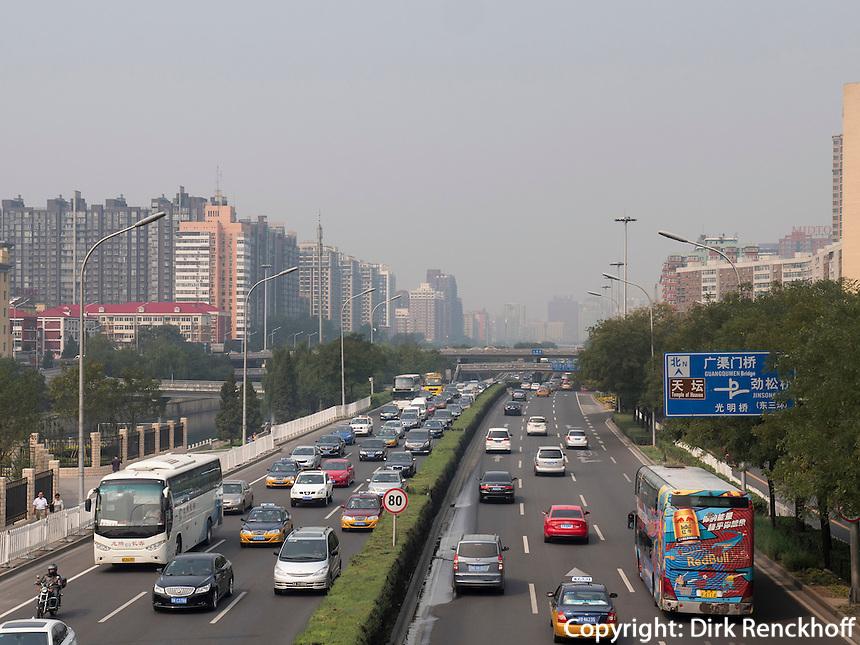 Straße Guangqumen Nanbinhelu, Peking, China, Asien<br /> Guangqumen nanbinhelu Stret, Beijing, China, Asia