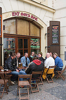 Europe/République Tchèque/Prague: A la terrasse d'un bar de la Vieile Ville,Place Venceslas