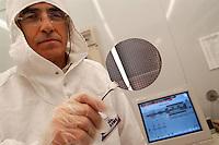 CNR (Consiglio Nazionale delle Ricerche),  Istituto per la Microelettronica e Microsistemi (Bologna, Italia), camera bianca ....CNR (National Research Council),  Institute for Microelectronics and Microsystems (Bologna, Italy), clean room..