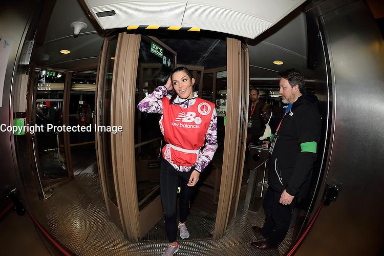 Iris MITTENAERE arrive au 3eme etage de la Tour Eiffel, elle court pour l'association Les Bonnes Fees - La Verticale de la Tour Eiffel - 17 mars 2016 - Paris - France