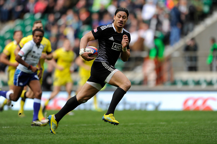 Ben Lam of New Zealand runs in a try during Day Two of the iRB Marriott London Sevens at Twickenham on Sunday 11th May 2014 (Photo by Rob Munro)