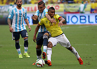 BARRANQUILLA  -COLOMBIA , 17 ,NOVIEMBRE-2015. Frank Fabra jugador de Colombia   disputa el balon conGabriel Mercado  de Argentina    por la fecha 4 de las eliminatorias para el mundial de Rusia 2018 jugado en el estadio Metropolita Roberto Meléndez./ Frank Fabra of Colombia fights for the ball with Gabriel Mercado of Argentina  during   a match between Colombia and Argentina as part of FIFA 2018 World Cup Qualifier fourt date at Metropolitano Roberto Melendez Stadium on November 17, 2015 in Barranquilla, Colombia. Photo: VizzorImage / Felipe Caicedo / Staff
