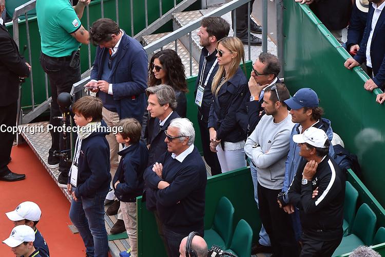 Le clan Nadal durant la finale du Monte Carlo Rolex Masters 2017 qui a opposé Rafael Nadal à Albert Ramos-Vinolas sur le court Rainier III du Monte Carlo Country Club à Roquebrune Cap Martin le 23 avril 2O17. Nadal a remporté le match en 2 sets, 6/1 - 6/3. Il remporte ici ce tournoi pour la dixième fois.