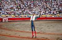 MANIZALES - COLOMBIA - 07-01-2017: The Colombian bullfighter Ramses turn the ring after cutting two ears during the bullfighting season 61 Feria of Manizales. Photo: VizzorImage / Santiago Osorio / Cont.