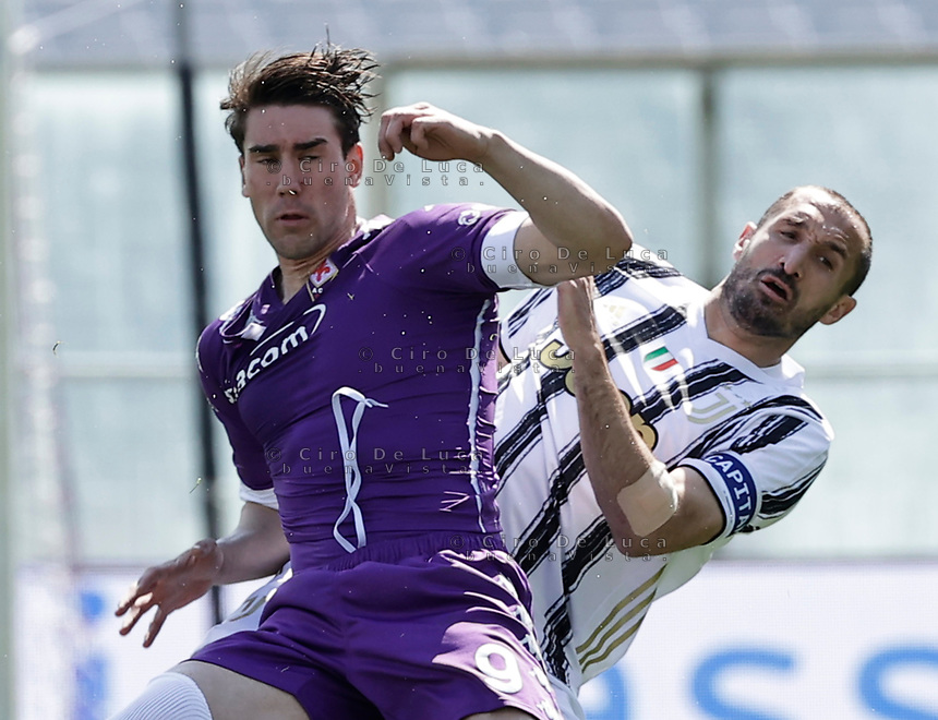 Giorgio Chiellini of Juventus Dusan Vlahovic of Fiorentina  during the  italian serie a soccer match,Fiorentina - Juventus at  theStadio Franchi in  Florence Italy ,