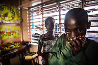Benin. Cotonou . foyer salesiano Don Bosco Ritratto di  di bambina di colore