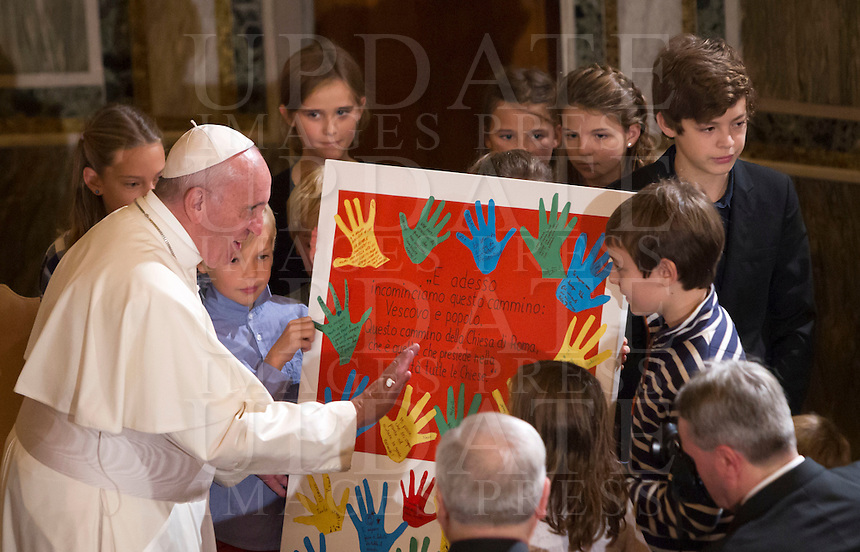 Papa Francesco, riceve in regalo un disegno da un gruppo di bambini durante la sua visita alla Chiesa Evangelica Luterana di Roma, 15 novembre 2015.<br /> Pope Francis receives a drawing as a gift from a group of children during his visit to the Lutheran Evangelical Church in Rome, 15 November 2015.<br /> UPDATE IMAGES PRESS/Riccardo De Luca<br /> <br /> STRICTLY ONLY FOR EDITORIAL USE