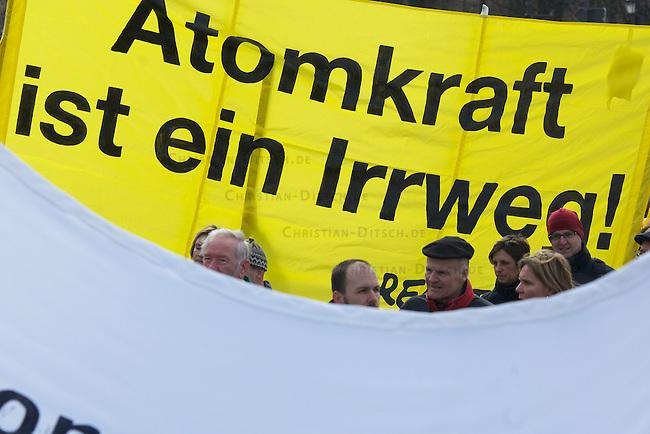 Demonstration gegen die Atompolitik der Bundesregierung.<br /> Am Samstag den 26. Maerz 2011 demonstrierten in Muenchen, Koeln, Hamburg und Berlin ueber 200.000 Menschen gegen die Atompolitik der CDU-FDP-Regierung. Sie forderten angesichts der Atom-Katastrophe im japanischen Fukushima einen Ausstieg aus der Atomtechnik und die sofortige Abschaltung alles AKWs. In Berlin (im Bild) gingen ueber 120.000 Menschen auf die Strasse.<br /> 26.3.2011, Berlin<br /> Foto: Christian-Ditsch.de<br /> [Inhaltsveraendernde Manipulation des Fotos nur nach ausdruecklicher Genehmigung des Fotografen. Vereinbarungen ueber Abtretung von Persoenlichkeitsrechten/Model Release der abgebildeten Person/Personen liegen nicht vor. NO MODEL RELEASE! Don't publish without copyright Christian-Ditsch.de, Veroeffentlichung nur mit Fotografennennung, sowie gegen Honorar, MwSt. und Beleg. Konto:, I N G - D i B a, IBAN DE58500105175400192269, BIC INGDDEFFXXX, Kontakt: post@christian-ditsch.de]