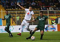 BOGOTÁ -COLOMBIA, 7-04-2018: John Garcia (Der) de La Equidad disputa el balón con Ayron del Valle(Izq) de Millonarios  durante partido por la fecha 13 de la Liga Águila I 2018 jugado en el estadio Metropolitano de Techo de la ciudad de Bogotá./ John Garcia (R) player of La Equidad fights for the ball withAyron del Valle (L) player of Millonarios  during the match for the date 13 of the Aguila League I 2018 played at Metropolitano de Techo stadium in Bogotá city. Photo: VizzorImage/ Felipe Caicedo / Staff