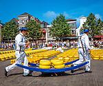 Niederlande, Nordholland, Alkmaar: der Kaesemarkt | Netherlands, North Holland, Alkmaar: The cheese market