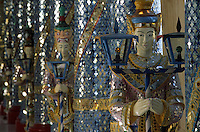 Asie/Birmanie/Myanmar/Haute Birmanie/Mandalay: PAgode Shwek Yimyint - Colonnes représentant des nats (Les esprits)