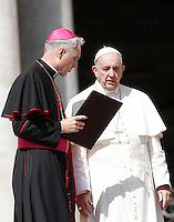 Monsignor Georg Gaenswein parla a Papa Francesco al termine dell'udienza generale del mercoledi' in Piazza San Pietro, Citta' del Vaticano, 7 settembre 2016.<br /> Monsignor Georg Gaenswein talks to Pope Francis at the end of his weekly general audience in St. Peter's Square at the Vatican, 7 September 2016.<br /> UPDATE IMAGES PRESS/Isabella Bonotto<br /> <br /> STRICTLY ONLY FOR EDITORIAL USE