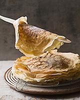 Cuisine/Gastronomie générale: Les crêpes de la Chandeleur  // Gastronomy: Candlemas pancakes<br />  - Stylisme : Valérie LHOMME