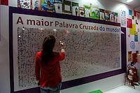 SAO PAULO, SP, 09 AGOSTO 2012 - ABERTURA BIENAL INTERNACIONAL DO LIVRO - Maior Caca Palavras do mundo e visto na  22ª  Bienal Internacional do Livro de São Paulo, no Anhembi na regiao norte da capital paulista, nesta quinta-feira, 09. (FOTO: VANESSA CARVALHO / BRAZIL PHOTO PRESS).