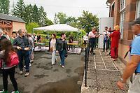 Arrivé à la salle des fêtes (cela aurait dû être la halle… si la pluie ne s'était pas invitée), accueilli par les Zinzonaires