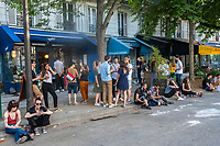 Europe / Ile de France / 75011/Paris :  Terrasses de café , Jour de Dé-Confinement, rue du Général Renault  / Europe / Ile de France / 75011 / Paris: Coffee terraces, De-Containment Day, rue du Général Renault