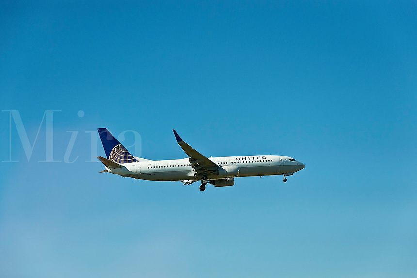 United Airlines jet in flight.