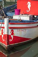 Europe/France/Normandie/76/Seine Maritime/ Le Havre : Le bassin de la citadelle abrite un petit port de pêche. Une partie du produit de la pêche est d'ailleurs vendue directement aux consommateurs.  Détail bateau de pêche avec un décor d'hyppocampe //  Europe/France/Normandy/76/Seine Maritime/Europe / France / Normandy / 76 / Seine Maritime / Le Havre: The citadel basin shelters a small fishing port. Part of the fishery product is also sold directly to consumers.Fishing boat detail with seahorse decor /