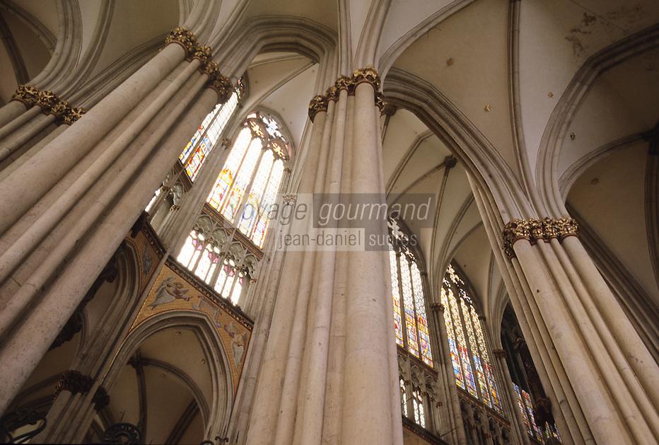 Europe/Allemagne/Rhénanie du Nord-Westphalie/Cologne: la Cathédrale gothique Detail de la voute de la croisée du transept