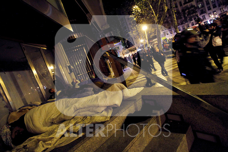 European General Strike.A group of homeless sleep in the street surrounded by some members of the National Police.November 14,2012. (ALTERPHOTOS/Carlos Rojo)