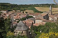 Europe/France/Midi-Pyrénées/81/Tarn/Lautrec: Vue sur  toits du village et la collégiale Saint-Rémy