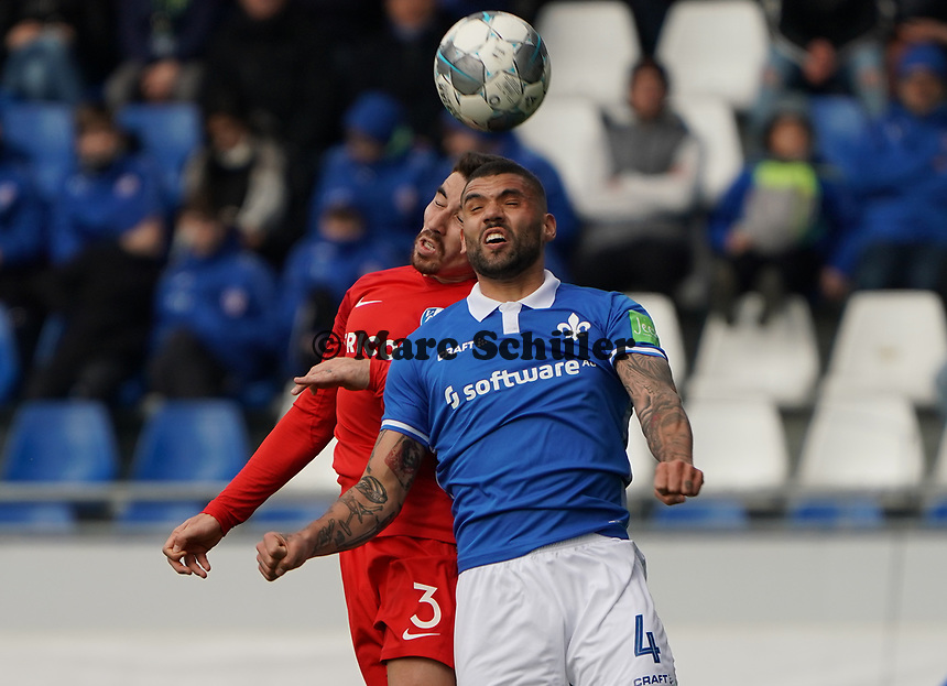 Kopfballduell Victor Palsson (SV Darmstadt 98) gegen Danilo Soares (VfL Bochum) - 07.03.2020: SV Darmstadt 98 vs. VfL Bochum, Stadion am Boellenfalltor, 2. Bundesliga<br /> <br /> DISCLAIMER: <br /> DFL regulations prohibit any use of photographs as image sequences and/or quasi-video.
